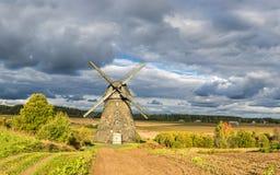 Παλαιός ανεμόμυλος στο χωριό Araishi, Λετονία, Ευρώπη Στοκ Εικόνα
