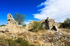 Παλαιός αποσυνθέστε το εξοχικό σπίτι πετρών στοκ εικόνες