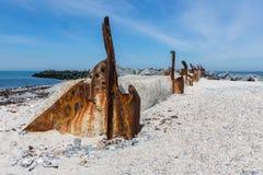 Παλαιός αποσυντέθηκε κυματοθραύστης στον αμμόλοφο, μικρό νησί κοντά σε Helgoland, Ger Στοκ Εικόνες
