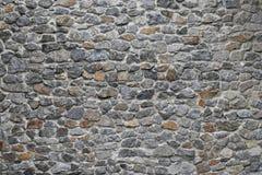 Παλαιός βαλμένος σε στρώσεις πέτρα τοίχος Στοκ Φωτογραφία
