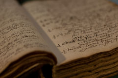 παλαιός βιβλίων που ανοίγουν Στοκ Εικόνα