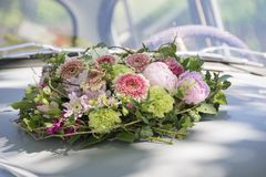 Παλαιός Βόλγας ως γαμήλιο αυτοκίνητο Στοκ φωτογραφία με δικαίωμα ελεύθερης χρήσης