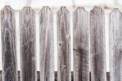 Παλαιός γκρίζος ξύλινος φράκτης Στοκ φωτογραφία με δικαίωμα ελεύθερης χρήσης