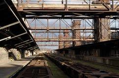 Παλαιός εγκαταλειμμένος βιομηχανικός σιδηροδρομικός σταθμός στην Πράγα Στοκ Φωτογραφία