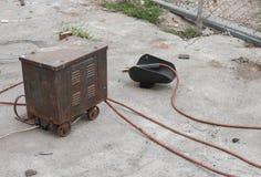 Παλαιός εξοπλισμός συγκόλλησης σκουριάς, ενώνοντας στενά μάσκα Στοκ εικόνα με δικαίωμα ελεύθερης χρήσης