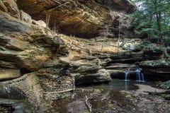 Παλαιός επανδρώνει τη σπηλιά στοκ φωτογραφία