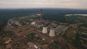 Παλαιός θερμικός σταθμός παραγωγής ηλεκτρικού ρεύματος που δημιουργεί την κεραία ρύπανσης απόθεμα βίντεο
