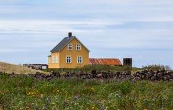 παλαιός κίτρινος σπιτιών Στοκ Φωτογραφίες