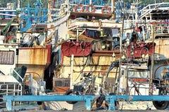 Παλαιός και βρωμίστε τα φορτηγά πλοία Στοκ Εικόνες
