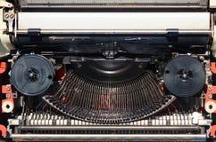 Παλαιός μηχανισμός γραφομηχανών με τη μαύρη κορδέλλα Στοκ Εικόνες