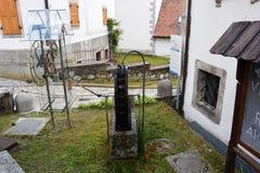 Παλαιός μηχανισμός ρολογιών στην πόλη Pesariis Στοκ Εικόνες