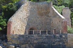 Παλαιός μη χρησιμοποιούμενος κλίβανος ασβέστη στοκ φωτογραφίες