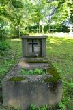 Παλαιός ξεχασμένος τάφος στοκ εικόνες