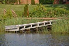 παλαιός ξύλινος αποβαθρώ& Στοκ Εικόνες
