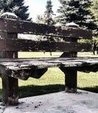 Παλαιός ξύλινος πάγκος πάρκων Στοκ εικόνα με δικαίωμα ελεύθερης χρήσης