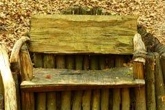 Παλαιός ξύλινος πάγκος στο πάρκο Στοκ Εικόνες