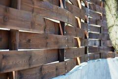 Παλαιός ξύλινος φράκτης με τα καρφιά σιδήρου Στοκ Εικόνα