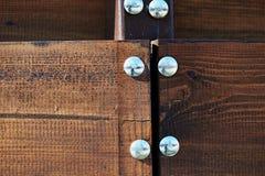 Παλαιός ξύλινος φράκτης με τα καρφιά σιδήρου Στοκ Εικόνες
