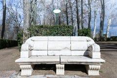 Παλαιός πάγκος στον κήπο Στοκ φωτογραφία με δικαίωμα ελεύθερης χρήσης
