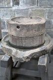 Παλαιός πέτρινος μύλος Στοκ Εικόνες