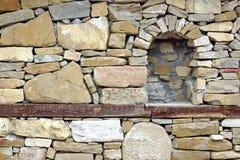 Παλαιός πέτρινος τοίχος με τη θέση στοκ εικόνες