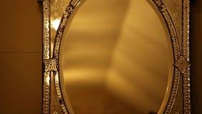 Παλαιός παλαιός χρυσός καθρέφτης απόθεμα βίντεο