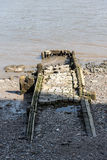Παλαιός προσγειωμένος στάδιο ή λιμενοβραχίονας στον ποταμό Τάμεσης Στοκ εικόνα με δικαίωμα ελεύθερης χρήσης