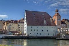 Παλαιός πύργος γεφυρών και αλατισμένη αποθήκη εμπορευμάτων, Ρέγκενσμπουργκ, Γερμανία Στοκ φωτογραφία με δικαίωμα ελεύθερης χρήσης