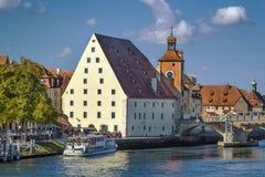 Παλαιός πύργος γεφυρών και αλατισμένη αποθήκη εμπορευμάτων, Ρέγκενσμπουργκ, Γερμανία Στοκ Εικόνα