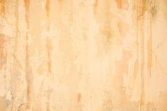 Παλαιός ραγισμένος grunge πορτοκαλής συμπαγής τοίχος στοκ φωτογραφία με δικαίωμα ελεύθερης χρήσης