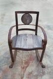 Παλαιός σίδηρος και ξύλινη καρέκλα Στοκ Εικόνες