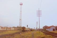Παλαιός σιδηροδρομικός σταθμός με την αναδρομική επίδραση φίλτρων στοκ φωτογραφία με δικαίωμα ελεύθερης χρήσης