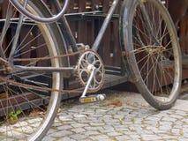 Παλαιός σκουριασμένος στενός επάνω ποδηλάτων Στοκ φωτογραφίες με δικαίωμα ελεύθερης χρήσης