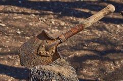 Παλαιός σκουριασμένος στρατιώτης φτυαριών. Στοκ φωτογραφία με δικαίωμα ελεύθερης χρήσης