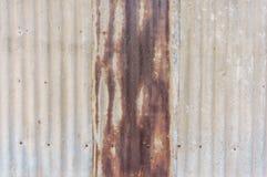 Παλαιός σκουριασμένος τοίχος πιάτων ψευδάργυρου Στοκ Εικόνες