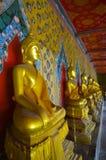 Παλαιός ταϊλανδικός ναός με τον αριθμό Budda Στοκ Φωτογραφία