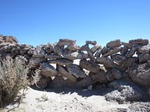 Παλαιός τοίχος βράχου στην έρημο Στοκ φωτογραφίες με δικαίωμα ελεύθερης χρήσης