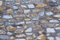 Παλαιός τοίχος βράχου σύστασης φιαγμένος από τυχαία πέτρα στοκ εικόνες με δικαίωμα ελεύθερης χρήσης