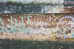 Παλαιός τοίχος με τα έργα ζωγραφικής Στοκ φωτογραφίες με δικαίωμα ελεύθερης χρήσης