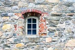 Παλαιός τοίχος παραθύρων και πετρών Στοκ Εικόνες