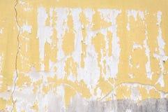 Παλαιός τοίχος τσιμέντου, σχεδίου σύστασης τραχιά ισχυρή κατασκευή πετρών υποβάθρου αρχαία, κίτρινο συγκεκριμένο σχέδιο Στοκ Εικόνες