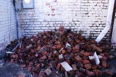 Παλαιός τουβλότοιχος πεσμένος στοκ εικόνα με δικαίωμα ελεύθερης χρήσης