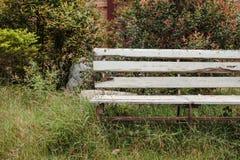 Παλαιός τρύγος πάγκων στο πάρκο Στοκ Εικόνες