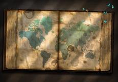Παλαιός τόμος με τον παγκόσμιο χάρτη Στοκ εικόνα με δικαίωμα ελεύθερης χρήσης
