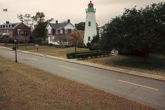 Παλαιός φάρος άνεσης σημείου στη Βιρτζίνια στοκ φωτογραφίες με δικαίωμα ελεύθερης χρήσης