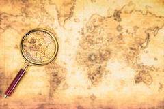 Παλαιός χάρτης με μια ενίσχυση - γυαλί Στοκ Εικόνα