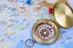 Πυξίδα και χάρτης της Μέσης Ανατολής Στοκ Εικόνες