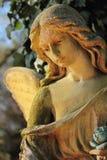 Παλαιός χρυσός άγγελος αγαλμάτων στη θρησκεία φωτός του ήλιου, πίστη, ho Στοκ Εικόνες