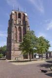 Παλαιός lopsided πύργος oldehove και σκυλί στο κέντρο αρχαίο cit Στοκ Φωτογραφία
