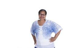 Παλαιότερη μαύρη γυναίκα στο λευκό Στοκ Εικόνες